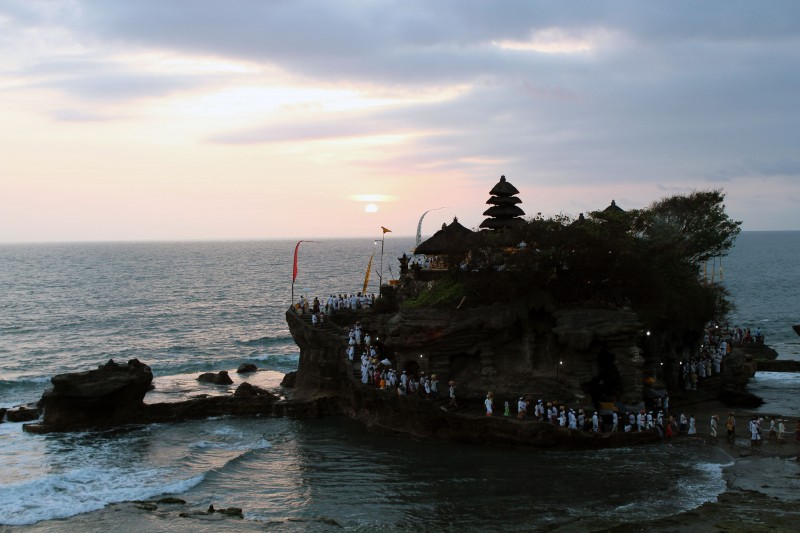 Céremonie temple Tanah Lot