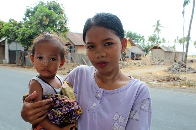 Lombok maman avec enfant