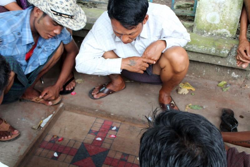 Jeu à Yangon