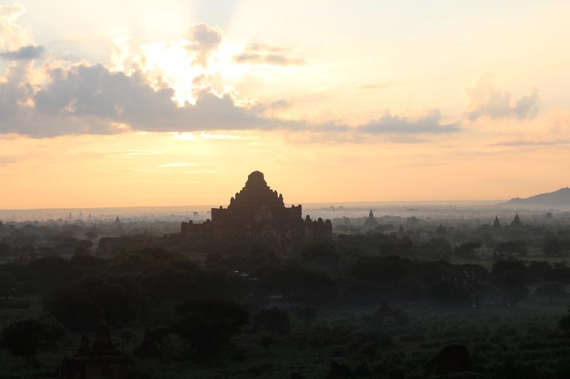 Lever du soleil Bagan Birmanie