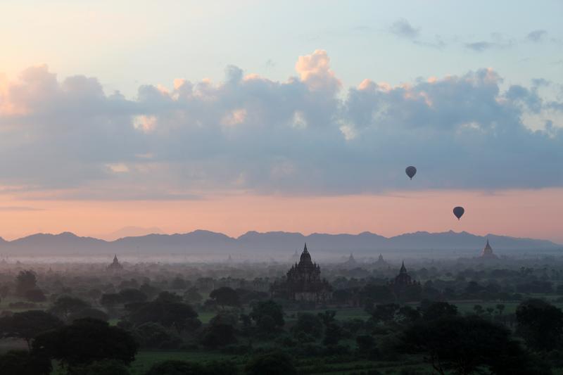 Lever du soleil sur Bagan