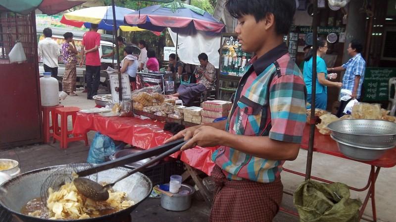 Nourriture rue de Yangon