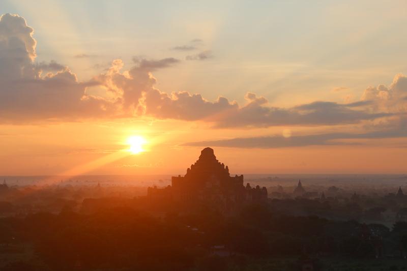 Sunrise à Bagan