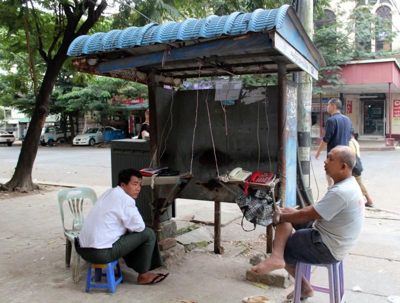 Téléphone public à Yangon