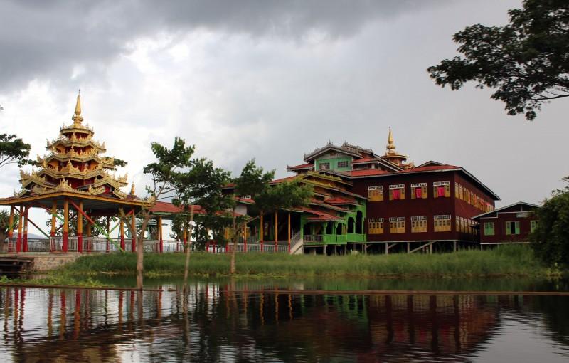 Temple lac Inlé