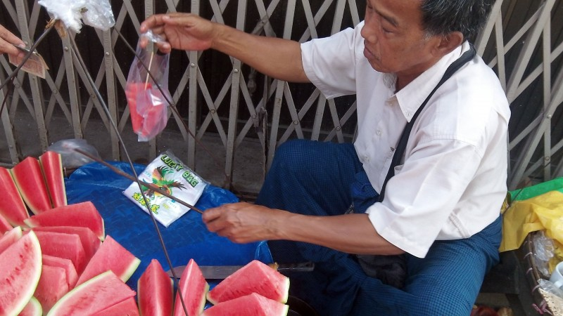 Vendeur de pastèques à Yangon