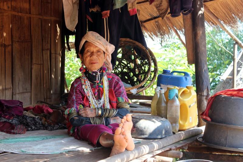 Femme Karen nord Thailande