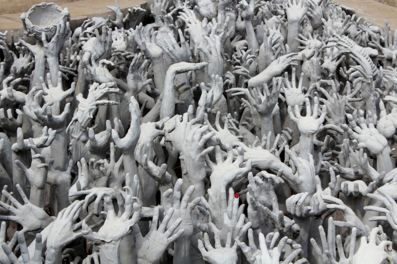 Temple blanc mains