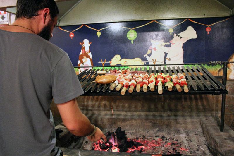 Barbecue 13 Lunas