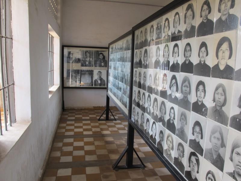 Prison Tuol Seng. Portrait des victimes. L'horreur absolu.
