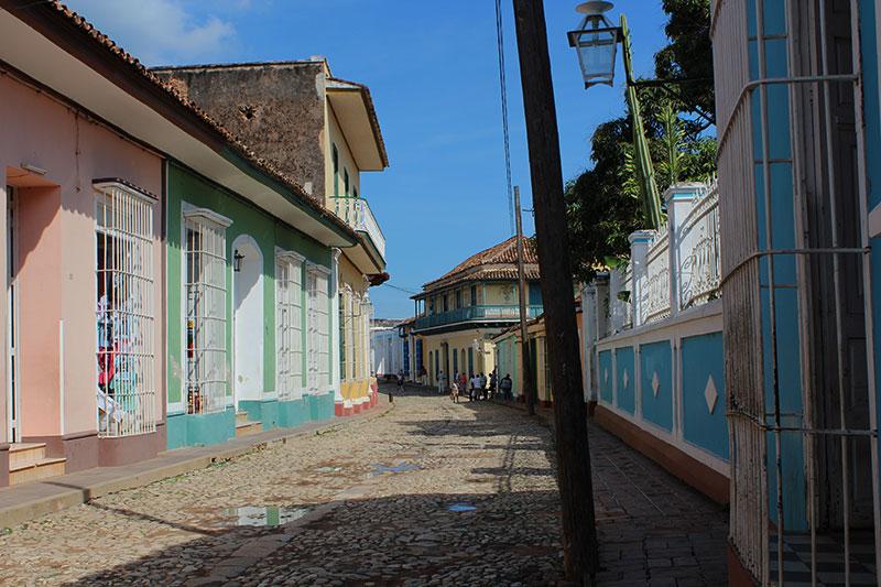 Rue pavée du centre historique à Trinidad