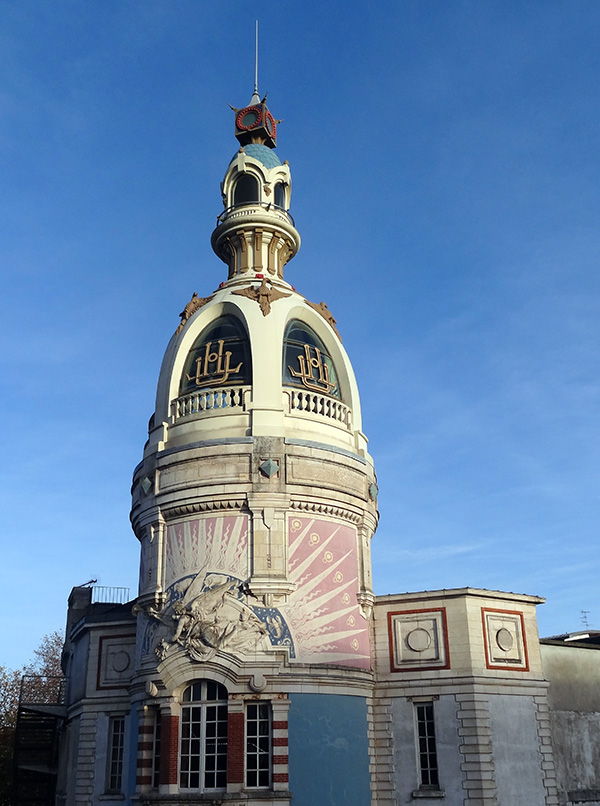 Visiter Nantes la tour LU