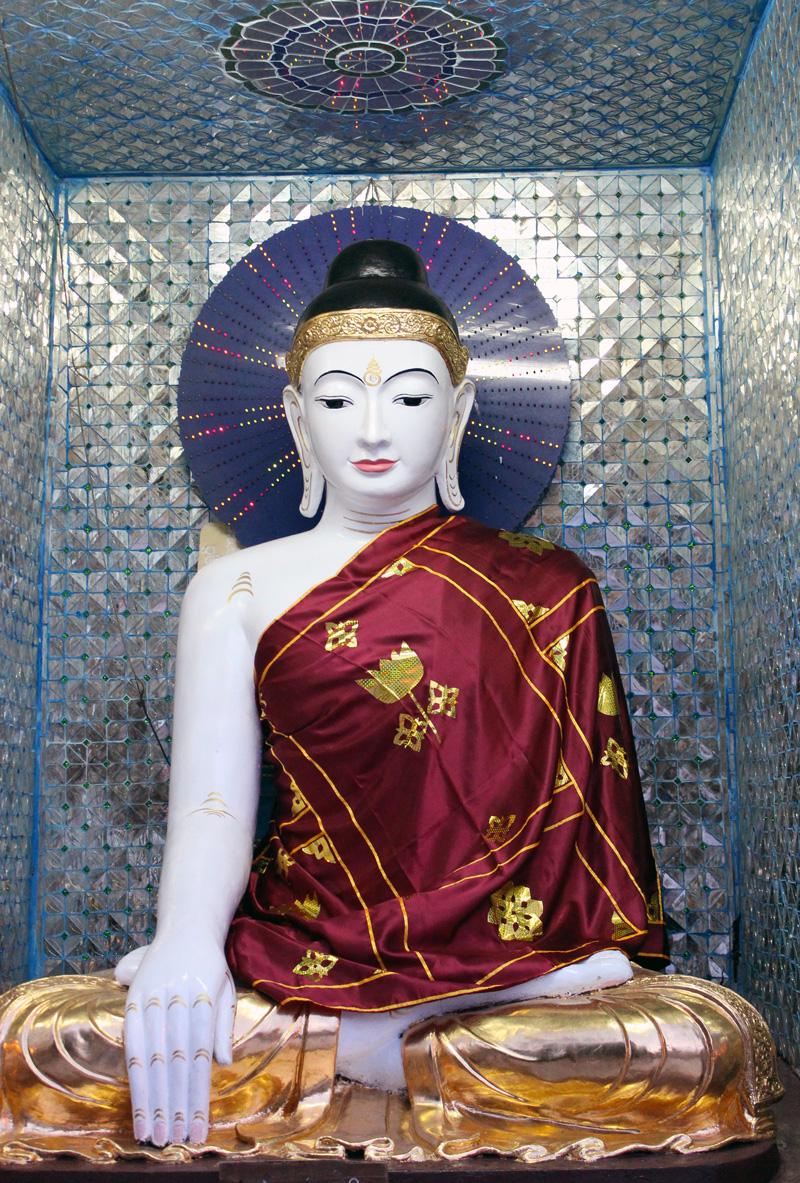 Birmanie Bouddha pagode de nuit